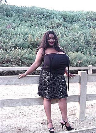 Branlette avec gros seins de black