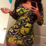 Femme black bandante taille une queue